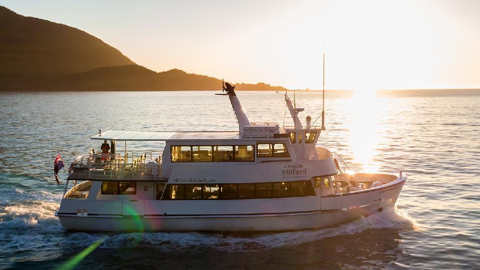 Cruise Milford Boat