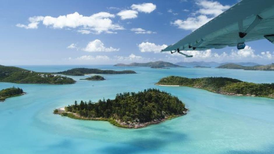 Perfect for couples or two friends - this tour and accomodation package includes 1 private room night at Magnums plus a 2 day 2 night Whitsundays Sailing tour aboard Avatar's Trimaran!