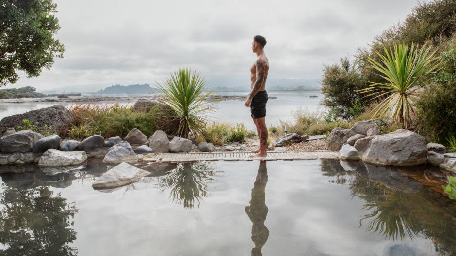 Soak up the soothing healing benefits of a Deluxe Lake Spa at Rotorua Polynesian Spa...